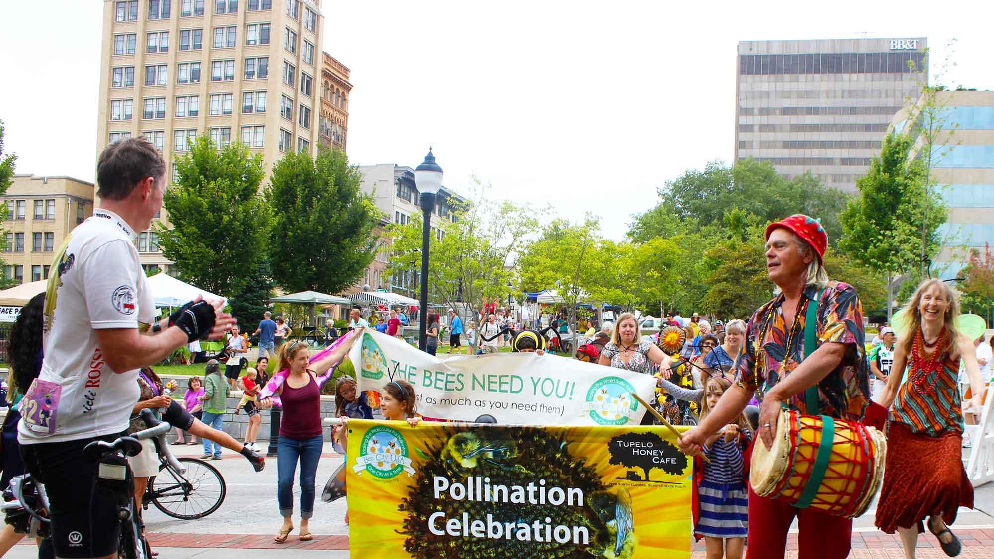 organicfest-bee-organic-parade
